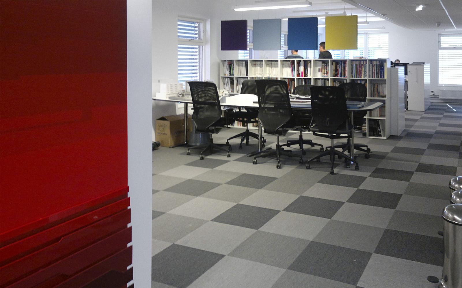 Dalles de moquette ege pour bureaux à carreaux gris