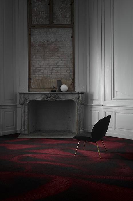 Moquette ege pour hôtels en noir et rouge foncé
