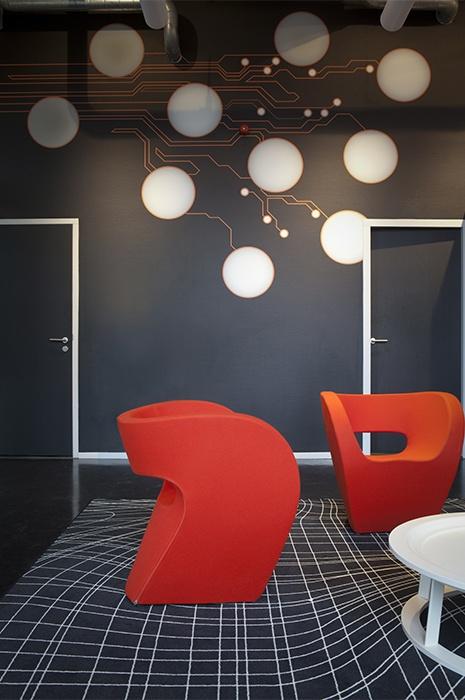 Design de moquette mur à mur utilisé pour créer des illusions d'optique.