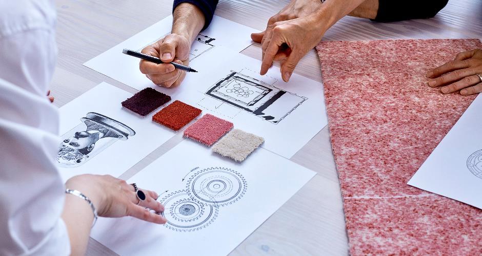 Échantillons de moquette et dessins pour un plan de pose